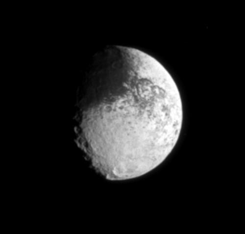 Iapetus – Saturn's bizarre moon